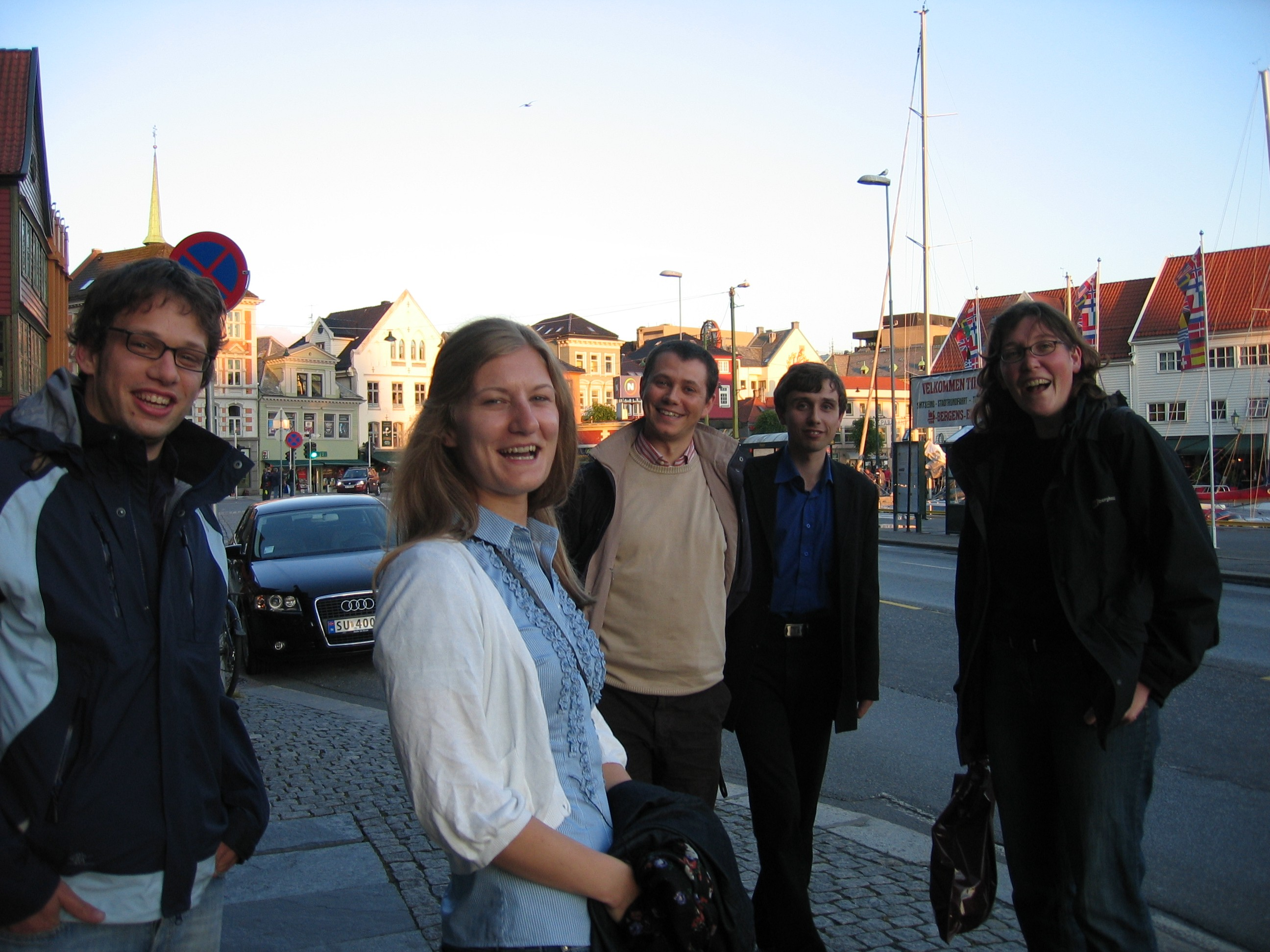 Relaxing at Bryggen.  From left: Wouter Heyndrickx, Elaine Olsson, Giovanni Occhipinti, Yury Minenkov, and Natalie Fey (Univ. of Bristol).